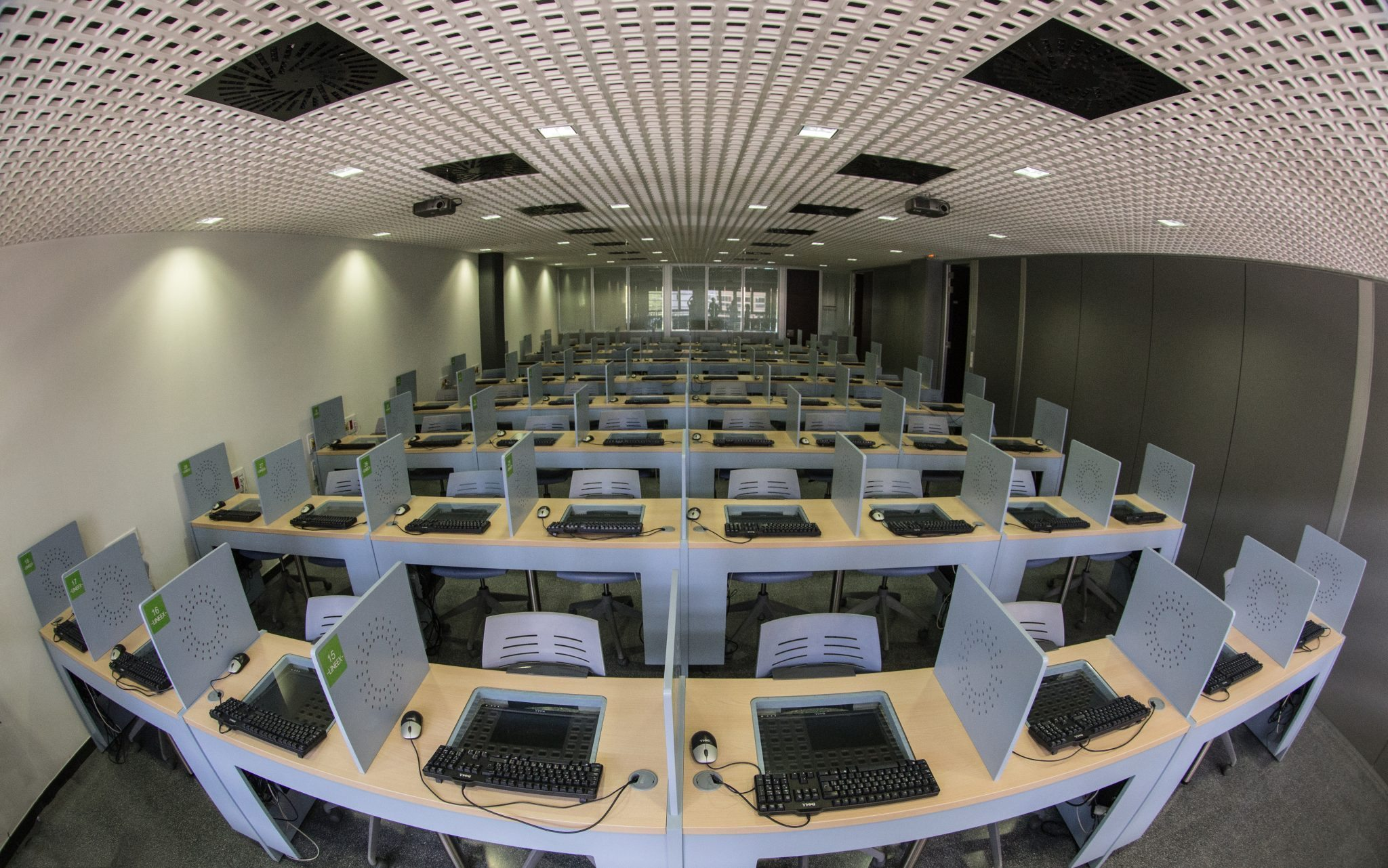 LINEEX Experimental Economics Laboratory - University of Valencia